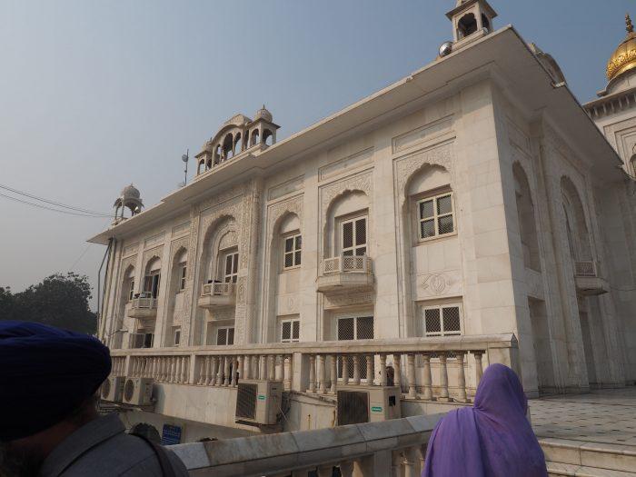 Индия (India). Дели. (Dehli). Сикхский (sikh) храм Гурдвара Бангла Сахиб (Gurudwara Bangla Sahib).