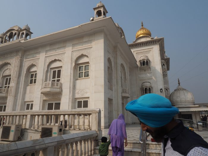 Индия (India). Дели (Dehli). Сикхский (sikh) храм Гурдвара Бангла Сахиб (Gurudwara Bangla Sahib).