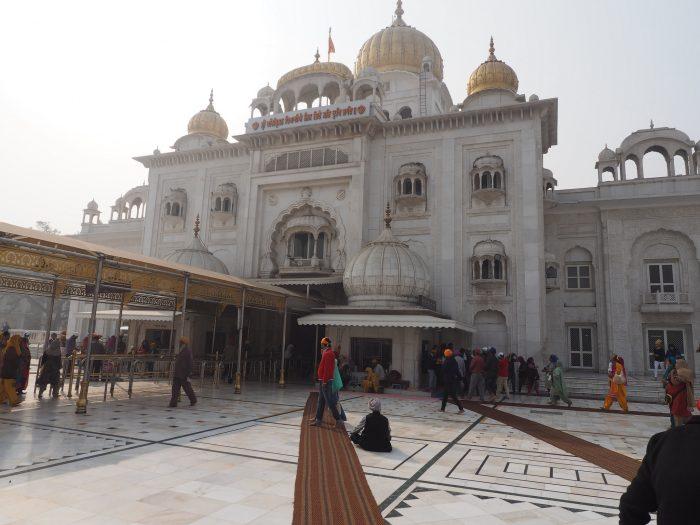 Индия (India). Дели (Delhi). Сикхский храм Гурдвара Бангла Сахиб (Gurduwara Bangla Sahib)