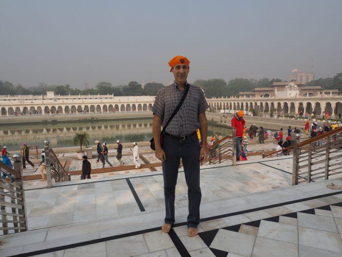 Индия. Дели. Гурдвара Бангла Сахиб. Саровара (священный водоем)