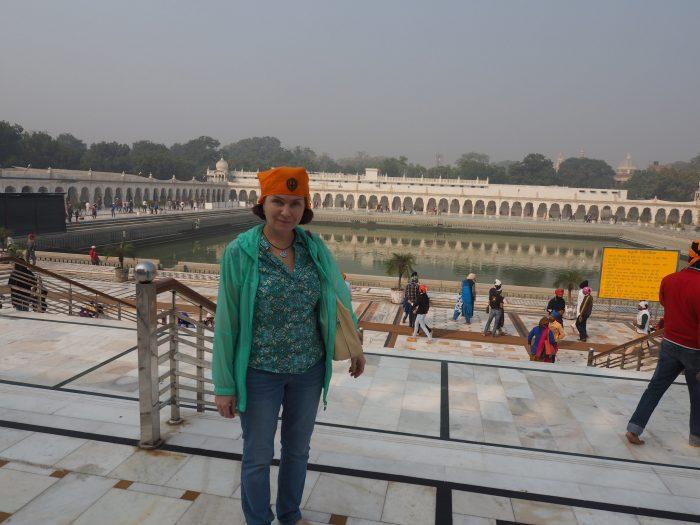 Индия. Дели. Гурдвара Бангла Сахиб. Саровара (священный водоем).