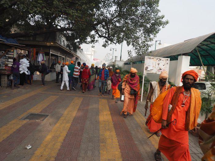 Сикхи (sikhs)рядом с храмом