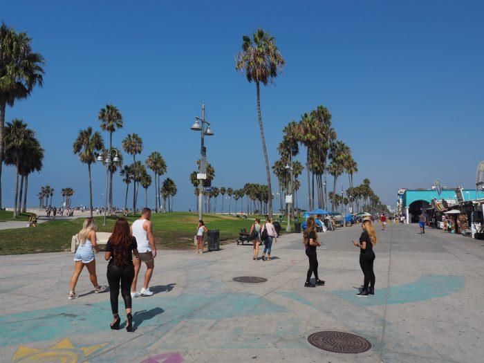 Лос Анжелес (Los Angeles). Venice Beach. Рекламируют бой Головкина в Лас Вегасе.