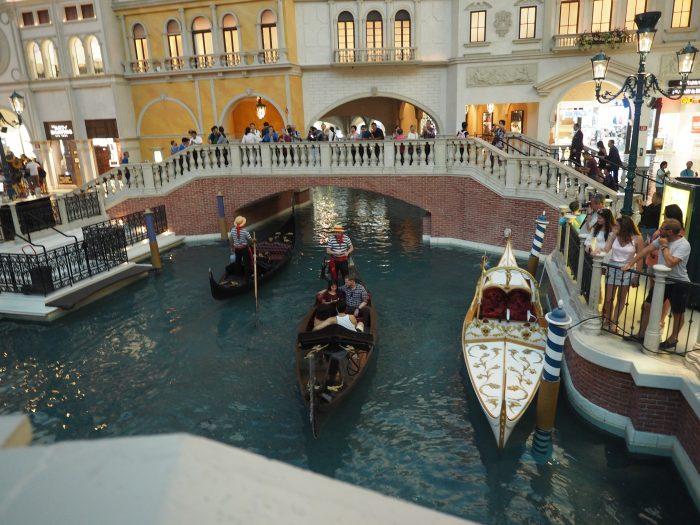 Венецианский канал, гондолы в отеле Венеция в Лас Вегасе.