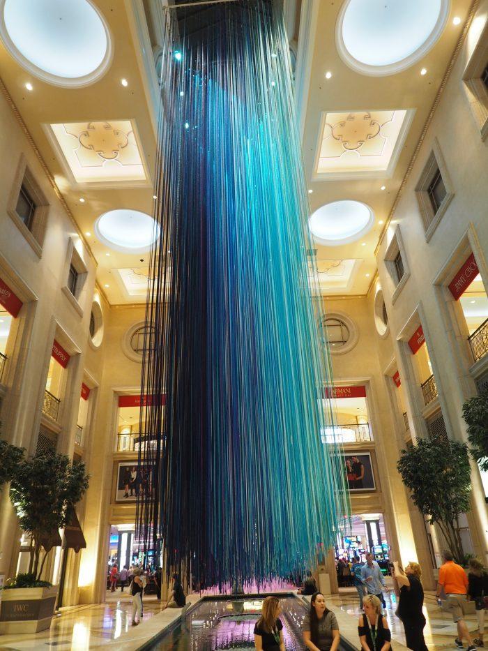 Инсталляция в отле Венеция в Лас Вегасе